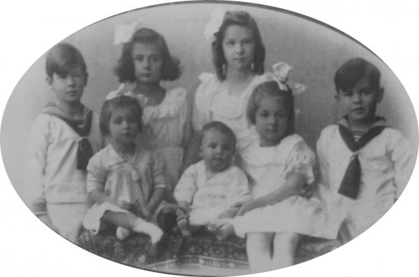 Early photograph of the real von Trapp family in 1921 or 1922