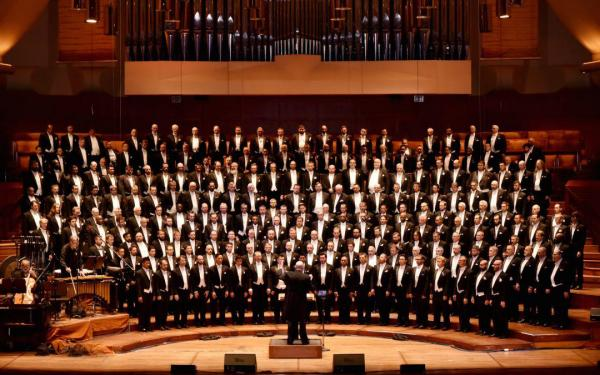 The San Francisco Gay Men's Chorus (SFGMC) begins its 40th season with the Lavender Pen Tour