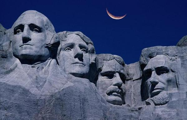 Granite rock carving in South Dakota:  Presidents George Washington, Thomas Jefferson, Theodore Roosevelt and Abraham Lincoln