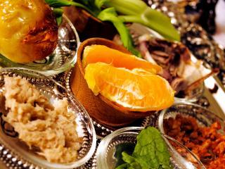 Jewish Unitarian Universalists: this progressive Passover seder plate features an orange: a symbol of women's leadership and LGBTQ inclusion.