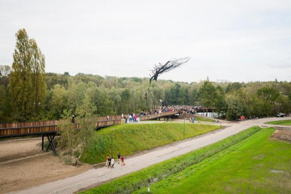 "Tomorrowland's ""One-World"" bridge is 537 meters long and has a center piece which is 25 meters high."
